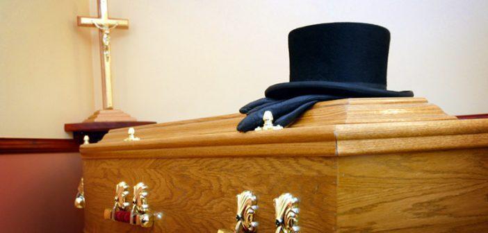 Begrafenisondernemer vrijgesproken voor uitvaart met lege kist