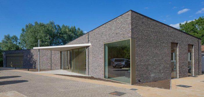 """Begrafenisondernemer Van den Bogaert heeft nieuw rouwcentrum: """"We moesten sowieso op zoek naar ander mortuarium"""""""