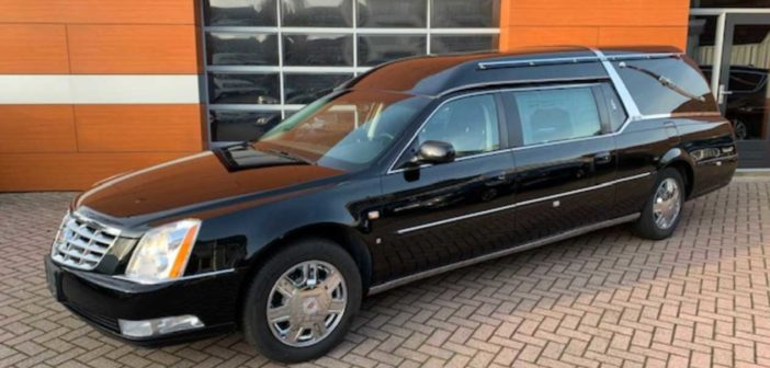 Budget Hearses 'Occasion van de maand': Cadillac DTS Superior Premier (video!)